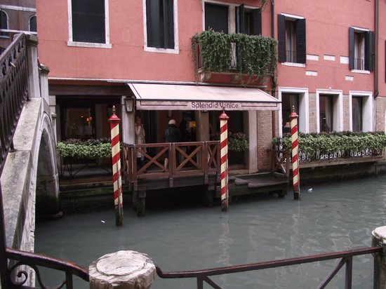 Starhotels Splendid Venice: the main entrance