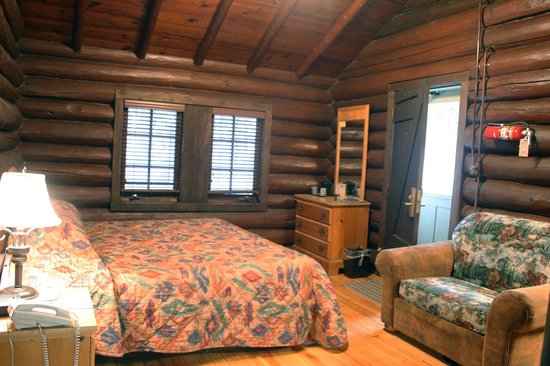 Starved Rock Lodge Conference Center Family Cabin Room With King Bed Sleeper Chair