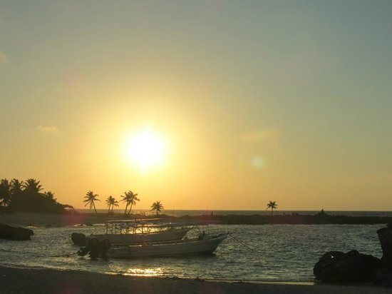 Grand Sirenis Mayan Beach Resort & Spa: sunrise on beach