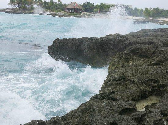 Grand Sirenis Riviera Maya Resort & Spa: waves at the beach