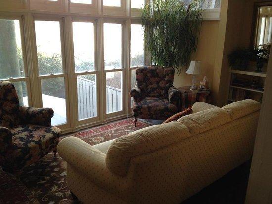 Savannah Bed & Breakfast Inn: Sun room - Connor House