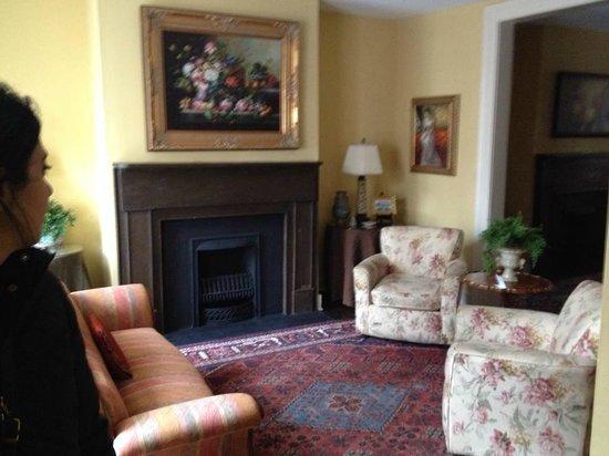 Savannah Bed & Breakfast Inn: Living room - Connor House