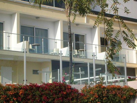 Raga Madeira Muthu Hotel : chambre avec balcon dans l'annexe