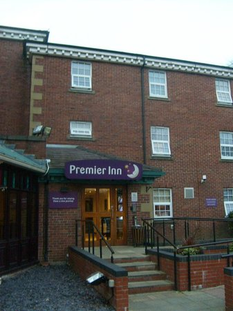 Premier Inn Stockport Central Hotel: Main hotel ..