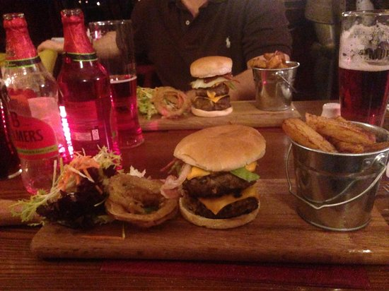 Witton Castle Country Park: Burgers here are fantastic!!!