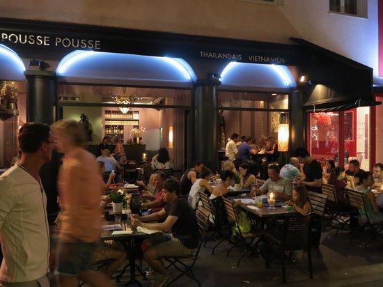 Le Pousse Pousse : Gemütlich im Freien essen ..