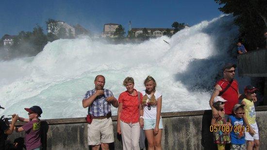 Rheinfall : На фоне пенного потока
