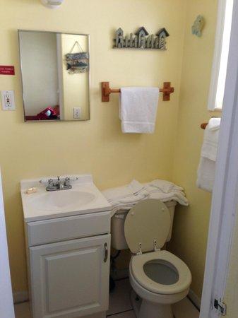Sun Burst Inn: Bathroom