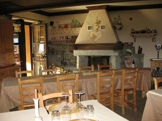 Hotel Parc Mont Avic : Un angolo della sala da pranzo