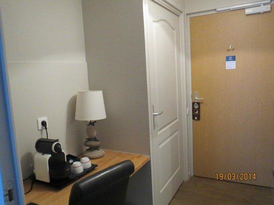 Hotel de la Baie de Wissant : petit couloir a l interieur de la chambre