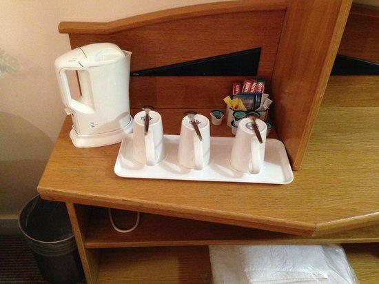 Holiday Inn Express Edinburgh - Waterfront: Чайные принадлежности