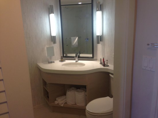 Marriott Stanton South Beach: Nicely appointed, comfortable bathroom