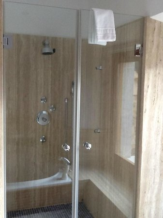 Petit Hotel Son Arnau: The magnificent shower