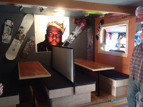 Riverhouse tavern : New booths