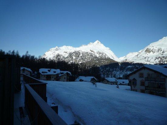 Nira Alpina: Blick vom Balkon