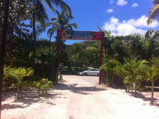 Iggies Beach Bar and Grill: Entrance/Exit