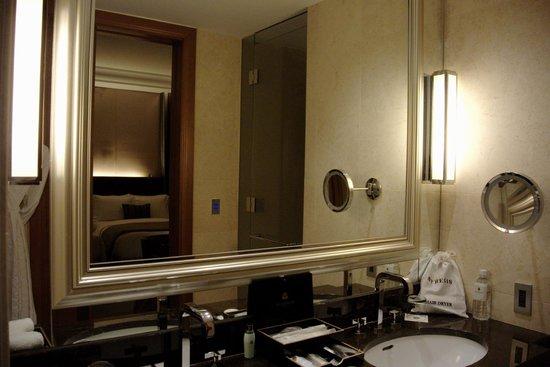 The St. Regis Osaka : Bathroom / Vanity Area