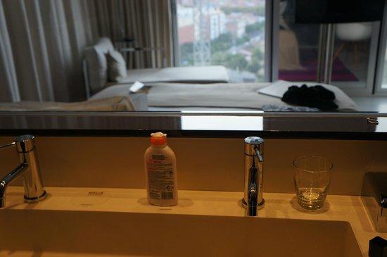 Melia Barcelona Sky : Bathroom
