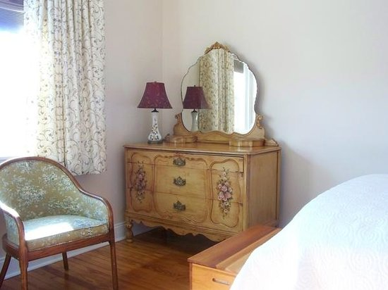 Connellsville Bed and Breakfast: Italian Room