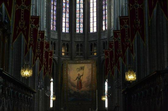 Cathédrale Sainte-Croix : Внутри собора