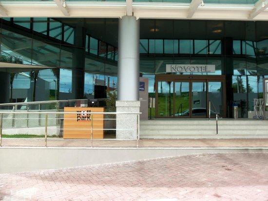 Novotel Salvador Hangar Aero : entrada do hotel