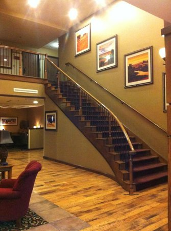Buffalo Run Casino & Resort: Stairs to upper floor