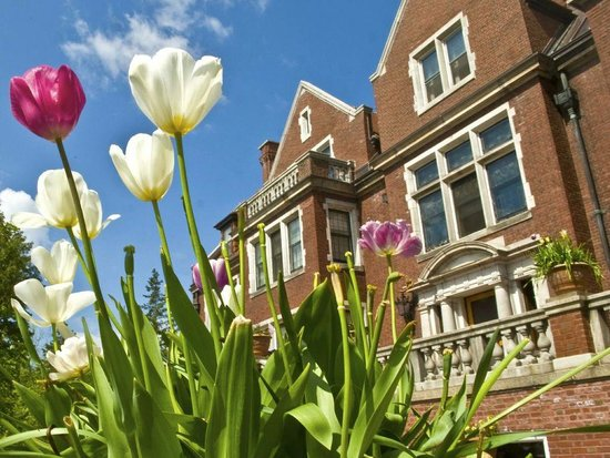 Glensheen, The Historic Congdon Estate: Spring at Glensheen
