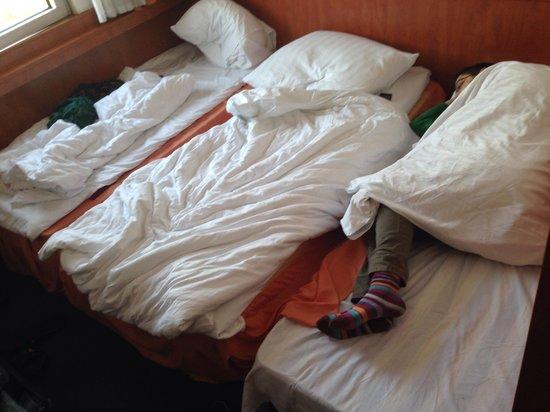 Olympik Hotel Prague: Il terzo letto è chiaramente aggiunto, di fazione differente dagli altri