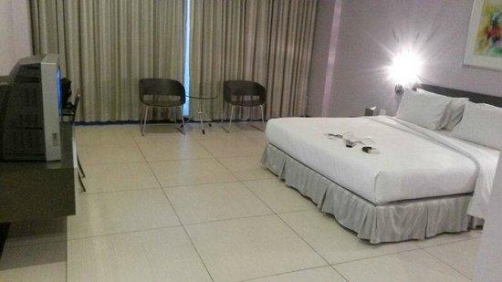 FM7 Resort Hotel Jakarta: Spacious room