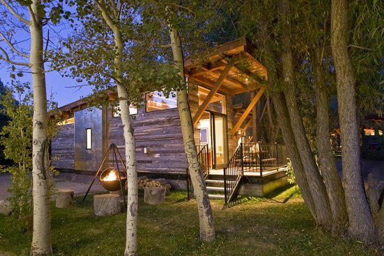 Fireside Resort: Exterior Cabin view