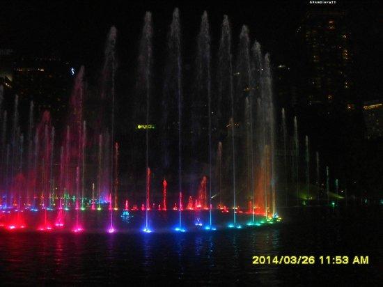 Centre ville de Kuala Lumpur : Symphony fountains by Petrona Tower KL