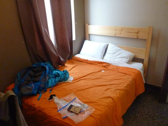 Enjoy Hostels: The nice wide bed for a long sleep