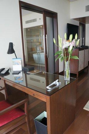 The Oberoi, Mumbai : Executive Ocean View Suite Living Room