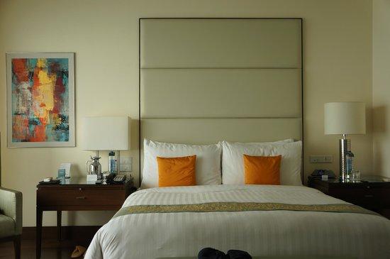 The Oberoi, Mumbai : Executive Ocean View Suite Bedroom