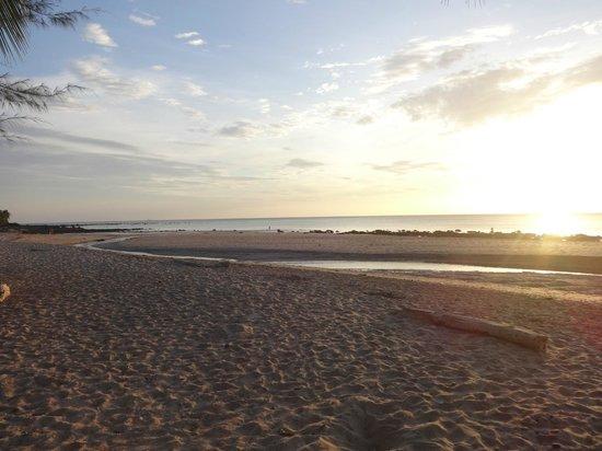 Good Days Lanta Beach Resort: Sonnenuntergang am Strand