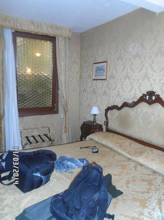 Hotel San Gallo : La habitación posee frigobar