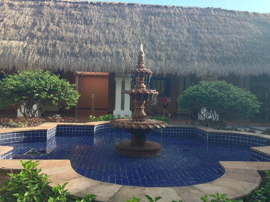 Now Sapphire Riviera Cancun: fountain in courtyard