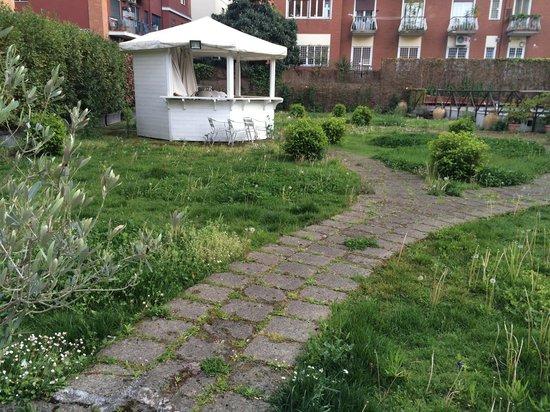 Grand Hotel Tiberio: Garden Area