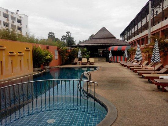 Kata Silver Sand Hotel: Бассейн при отеле