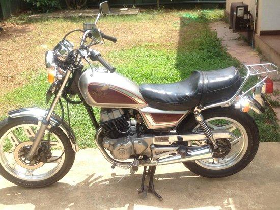 Negombo, Sri Lanka: Honda L.A custom 250cc