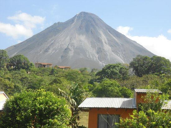 Erupciones Inn Bed And Breakfast: Arenal Volcano view from Erupciones Inn B&B