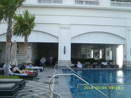 Eastern & Oriental Hotel: E & O  Pool / Seating area