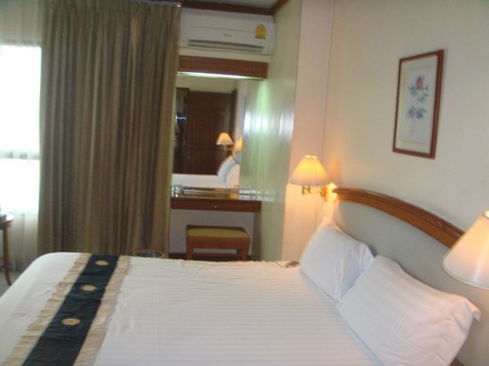 Grand Diamond Suites Hotel : Bedroom