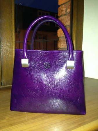 Holden Leathergoods : The Aoife (small- in purple)