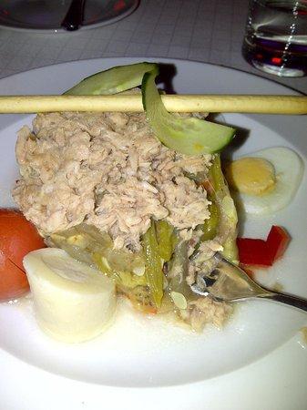 Gran Melia Palacio de Isora Resort & Spa: Just for starters a tuna salad in the Oasis Grill