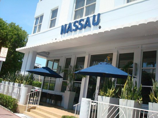 Nassau Suite Hotel: frente do hotel