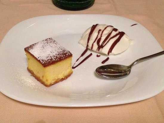 Daniele e Riccardo Ristorante: Cheese Cake caldo con panna cotta (mini porzione espressamente richiesta)