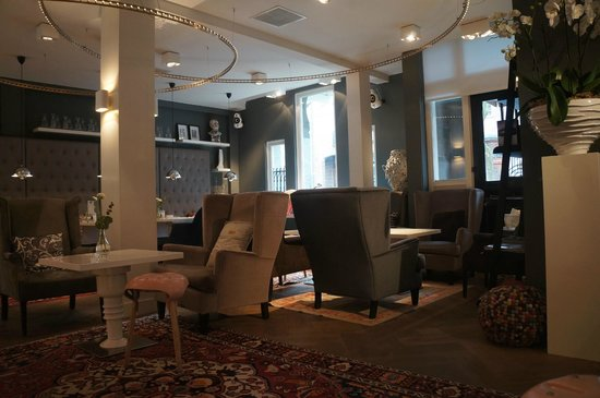 Hotel JL No76: Recepção e restaurante