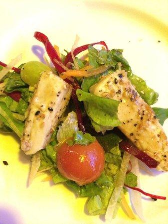 La Casita Tapas & Wine Bar : seared ahi tuna salad
