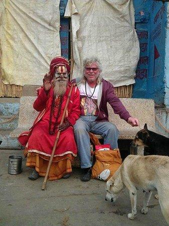 Suryauday Haveli - An Amritara Resort: Swami mit mir vor dem Hotel !